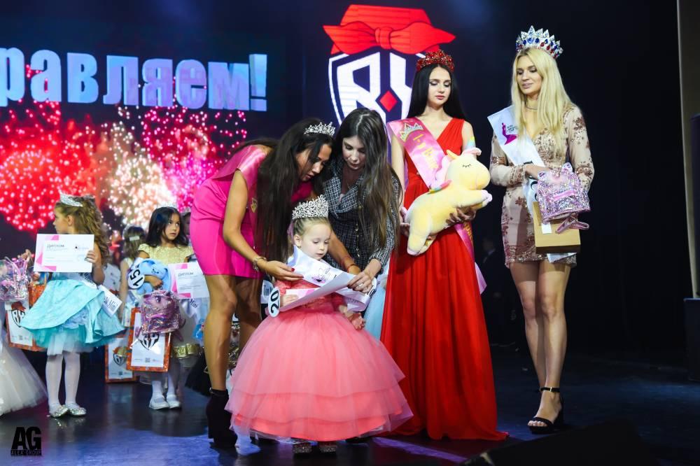 Маленькая волжанка получила главный титул на конкурсе «Юная Топ Модель России и Юный Модельмен России»